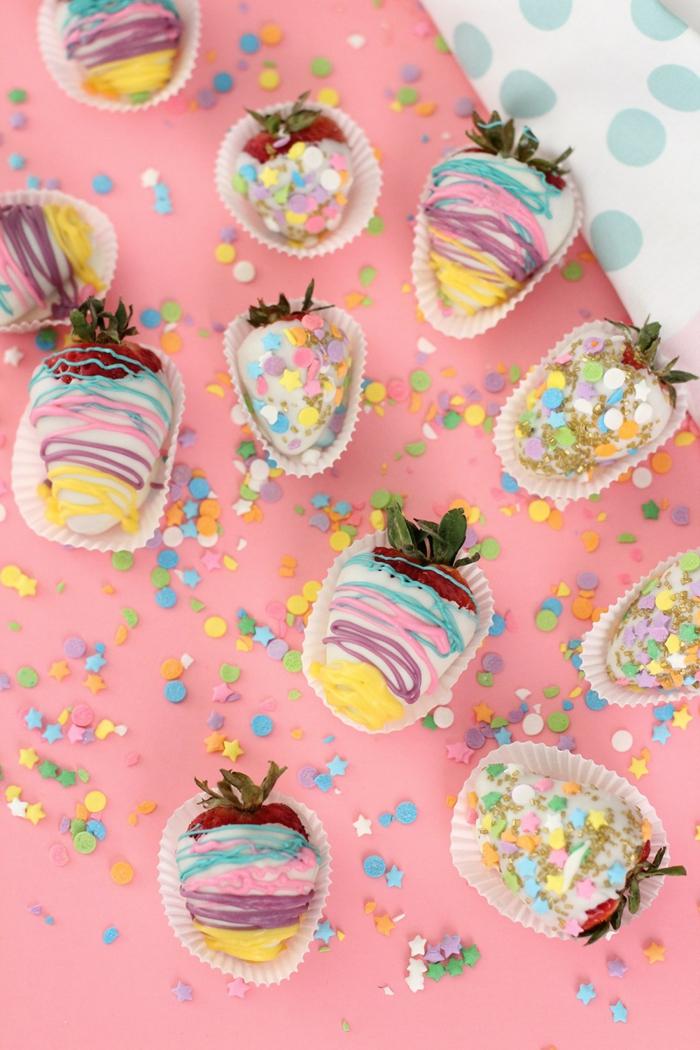 Erdbeeren dekorieren, tolle Ideen für Kindergeburtstag, bunt und lecker, Nachtisch einfach vorbereiten
