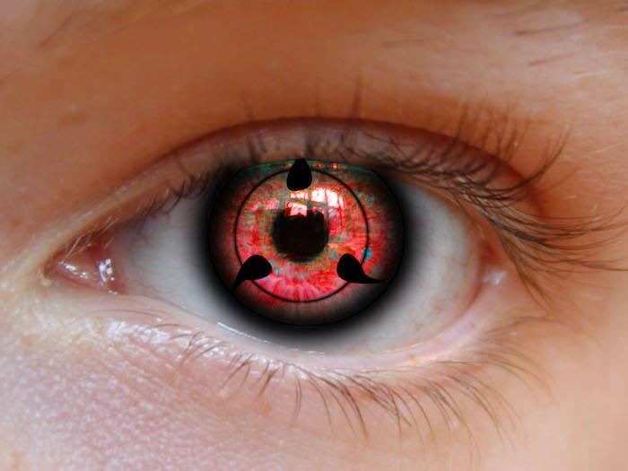 rote Dämonenaugen mit schwarzem Tropfen-Motiv, orange Augenhaut