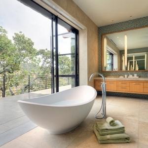 Eine sechseck - Badewanne würde super in Ihrem Bad wirken ...