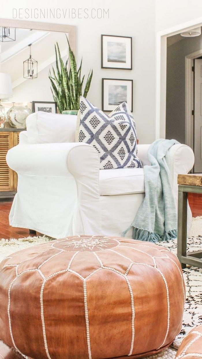 sitzkissen deko ideen leder authentisches design kissen in dem sessel pflanze decke