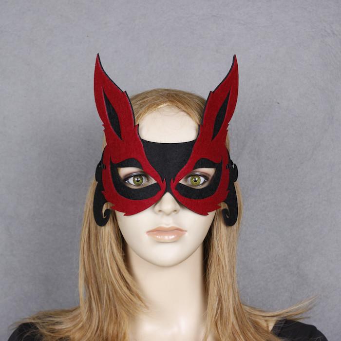 eine schwarze und rote Halloween Maske selber machen wie ein Fuchs