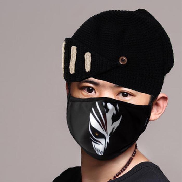 eine schwarze Maske aus einer Anime Serien - Halloween Maske selber machen