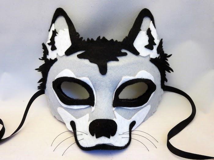 eine graue Maske von Wolf für Kinder - Halloween Maske selber machen