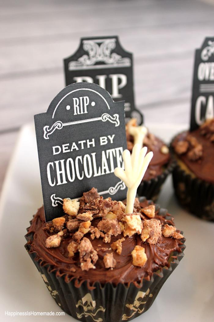 rezepte für halloween, cupcakes-gräber selber machen, muffins mit nüssen