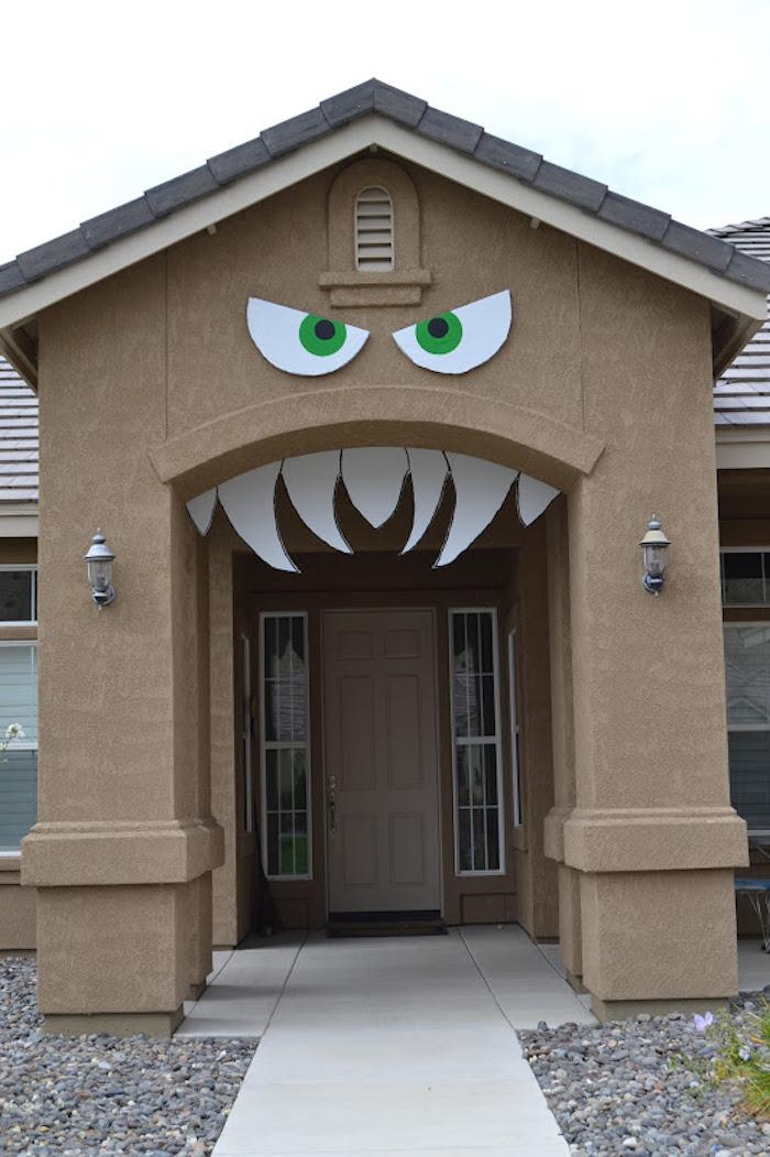 Halloween Deko basteln - Augen und Zähne aus Pappe zur Eingangtür