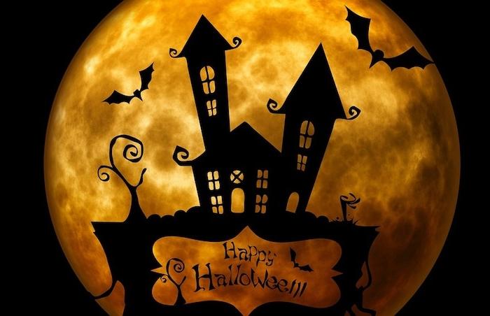 ein Schloss mit dem Mond im Hintergrund und Aufschrift Happy Halloween - Bilder Halloween