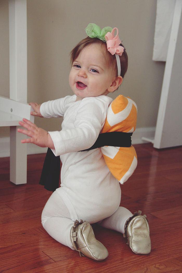 einfache Halloween Kostüme - eine kleine Japanerin mit Baby Body und ein Kissen, Kopfschmuck