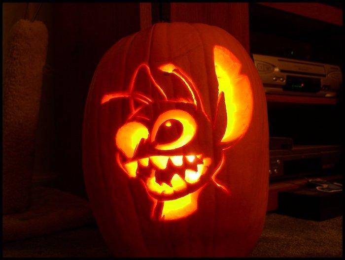 Halloween Bilder ein Gesicht aus Zeichentrickfilm geschnitzt das leuchtet