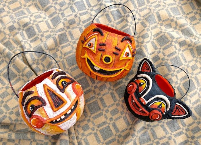 Tüten, wo die Süßigkeiten zu sammeln mit schön bemalten Gesichter Bilder Halloween