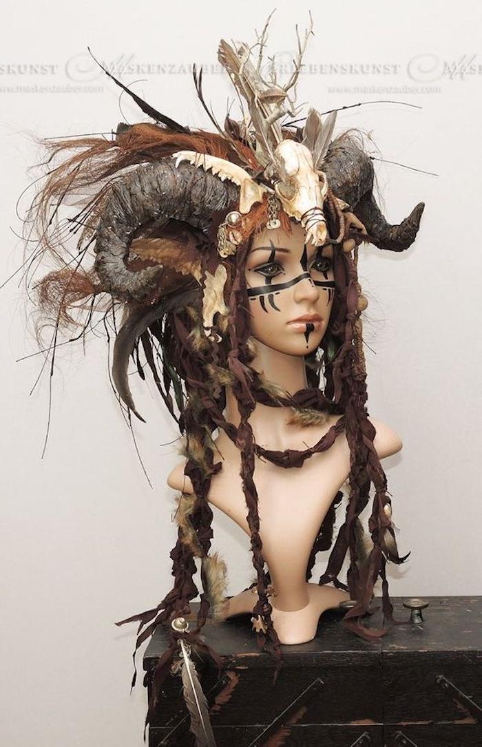 eine realistische Maske von einer Waldfee mit Hornen - coole Masken