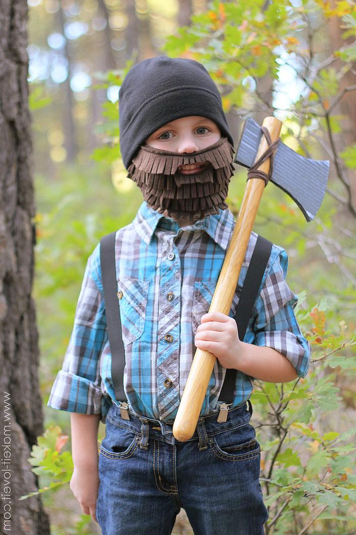 Maske basteln - ein Holzfäller mit einem langen braunen Bart eigentlich kleiner Junge