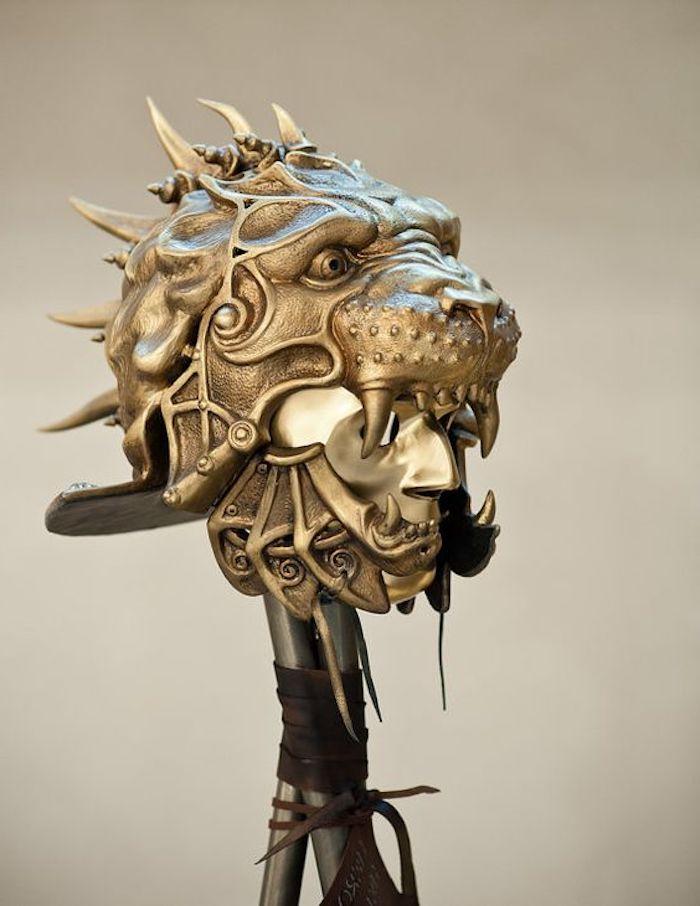 eine Maske aus dem Gladiator Zeiten mit dem Kopf von Löwen - coole Masken