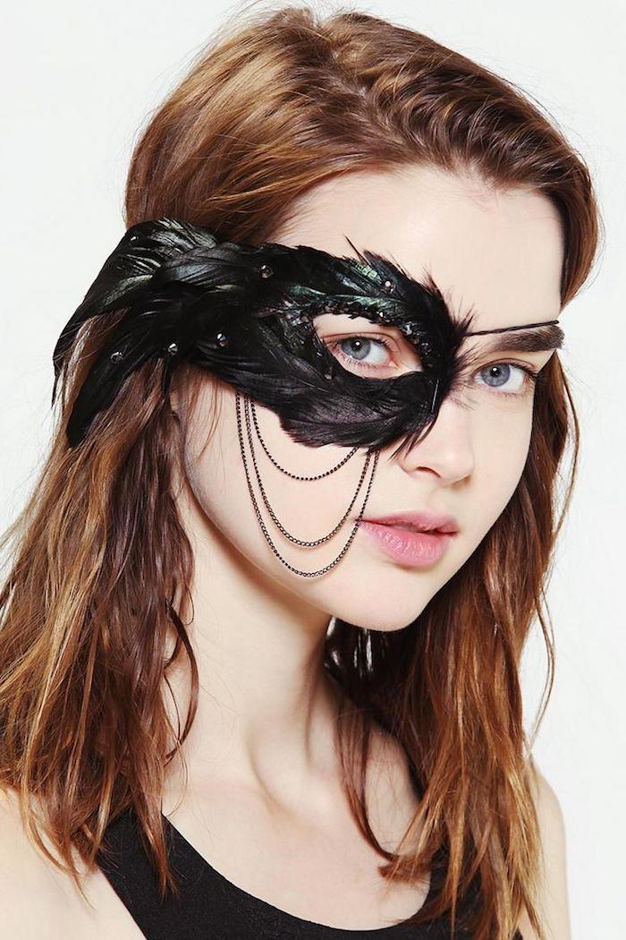 eine Maske von Raben über das Auge so stilvoll - coole Maske zu Halloween