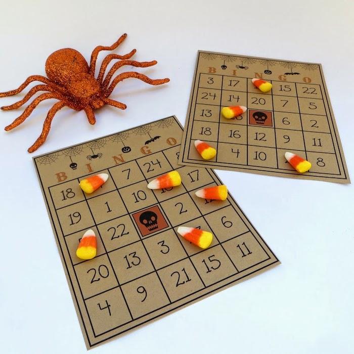 Bingo-Bretter mit vierundzwanzig Zahlen und einem Schädel in der Mitte