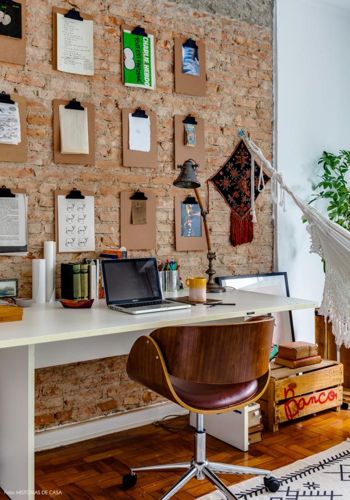 Arbeitszimmer Einrichten, Möbel Aus Massivholz, Bilder Und Notizen An Der  Wand, Vintage Deko
