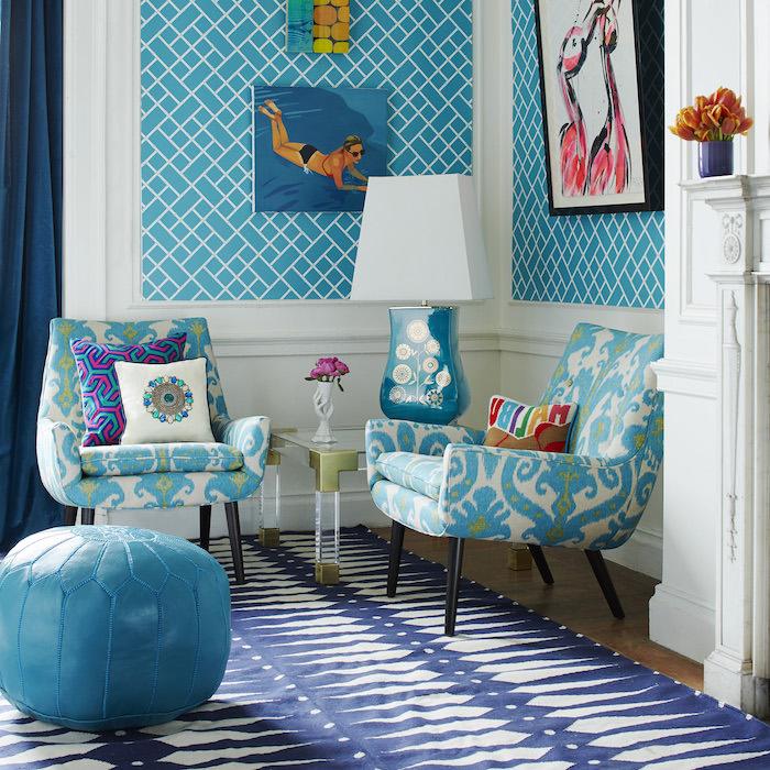 sitzkissen blau leder zwei sessel buntes dessin wanddeko bilder schwimmende frau