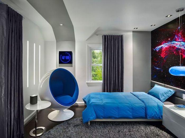 jugendzimmer einrichten und dekorieren, moderner runder stuhl in weiß und blau, wanddeko mit weltall-motiv