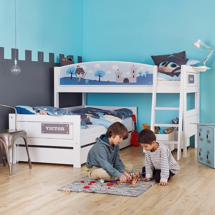 die Fantasie von Kindern ist durch bunte Bilder gefördert - Kinderhochbett für Jungen