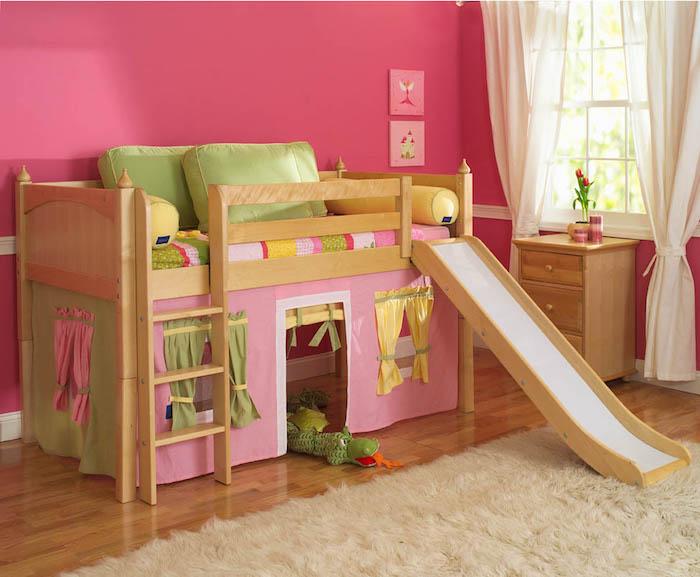 Kinderzimmer Deko für das Spielbett selber machen, Bett mit einer weißen Rutsche
