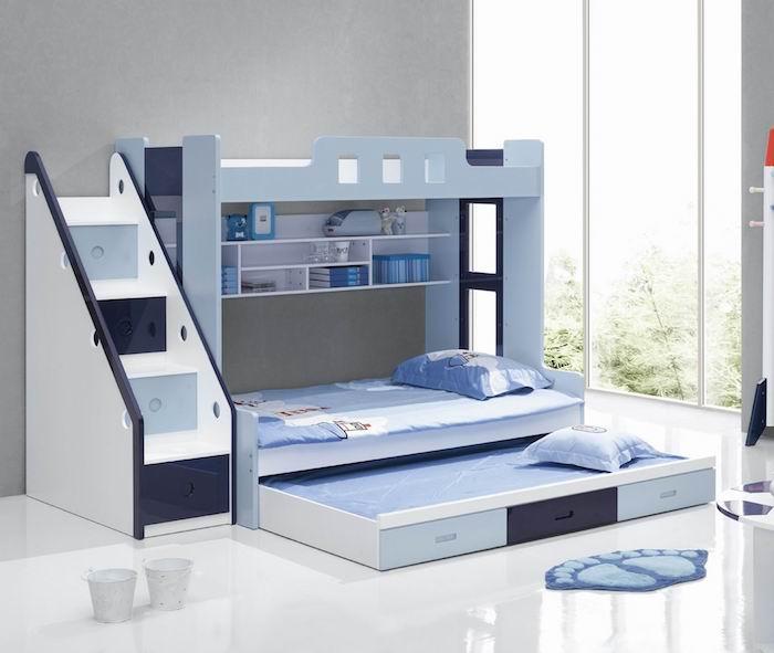 Kinderbett in blauer Farbe, wo auch Spielkameraden übernachten können