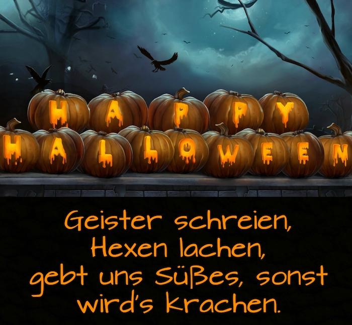 märchenhaftes schönes bild mit schwarzen fliegenden vögeln, vielen halloween kürbissen und einem tollen halloween spruch