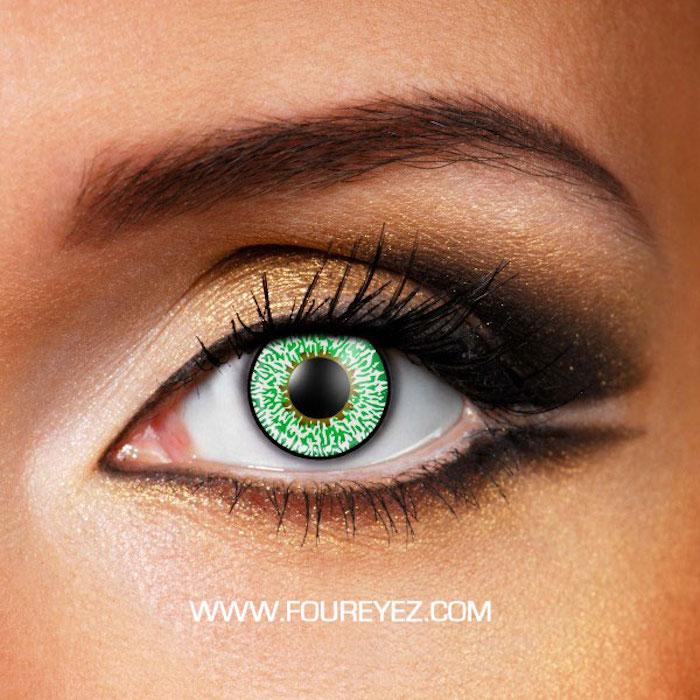 schönes braunes Teint, große Augen mit Kupfer-Schminke, doppelter Eyeliner