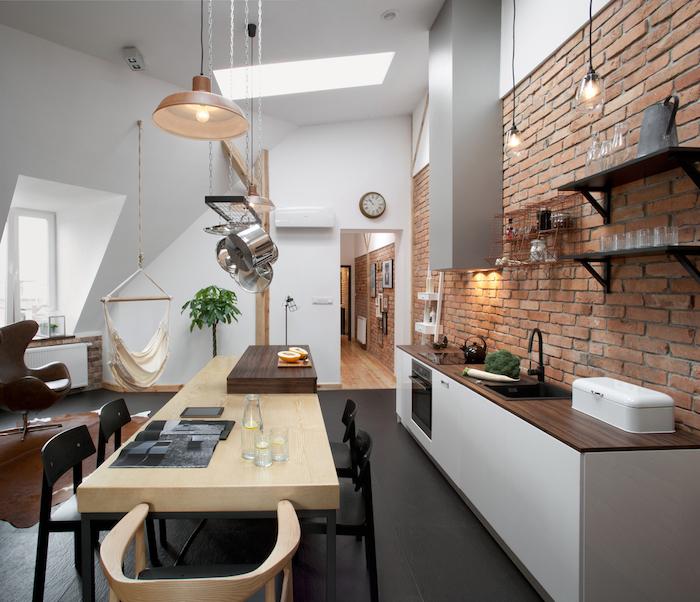wohnung einrichten küche in einer dachgeschosswohnung ideen inspirierend tisch sessel