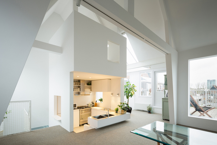 wohnung einrichten moderne miniküche in weißer farbe weiß gestaltete wohnung fenster