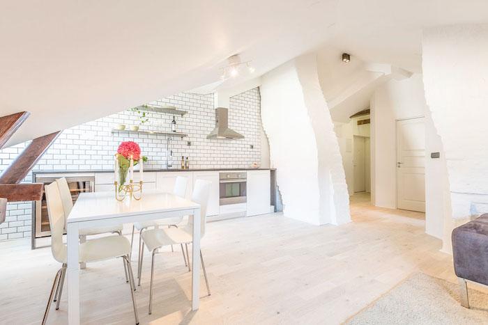 wohnung einrichten weißes zimmer einrichtungsideen küche vase mit blume auf dem tisch