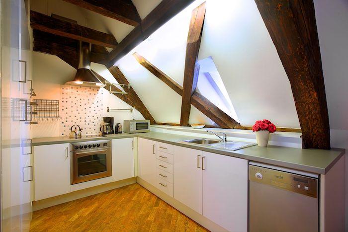 dachgeschosswohnung küche design idee möbel herd backofen deko ideen holz
