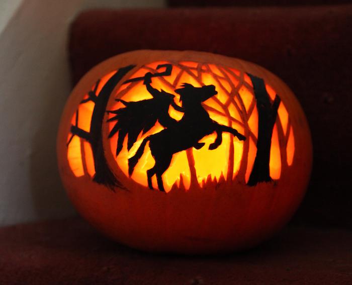 Halloween Bilder von einem Kürbis mit dem Reiter ohne Kopf in schwarz gestrichen