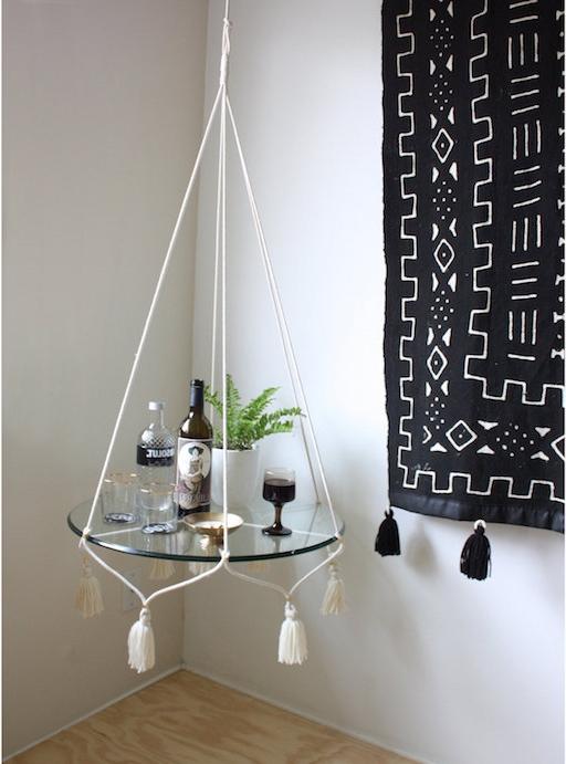makramee tisch idee spiegel hängender tisch kreatives wohndesign wanddeko teppich