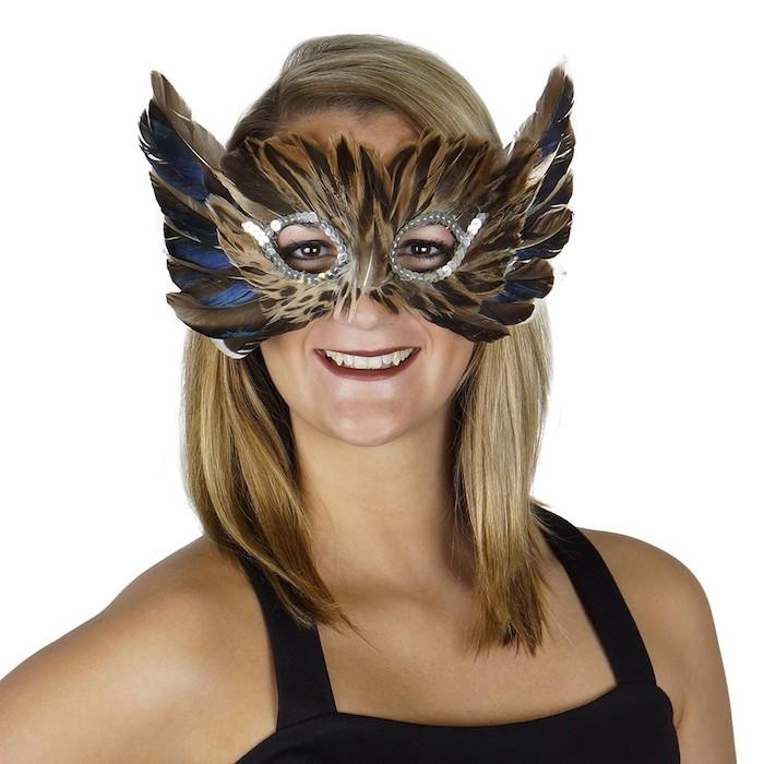eine Eule Maske mit Federn, die wie echt aussehen - Coole Masken zu Halloween
