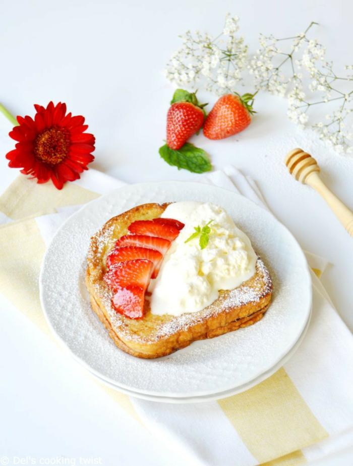 French Toast mit Eis und Erdbeeren, tolle Rezepte für Kindergeburtstag, einfach und schnell vorbereiten