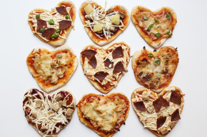 Mini-Pizza in Herzform, einfache Rezepte für Ihre Party, schnell und lecker, Kreativität in der Küche