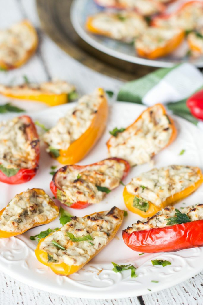 Paprika mit Mozzarella, Partyessen vorbereiten- vielfältige Rezepte für viele Gäste, Party organisieren
