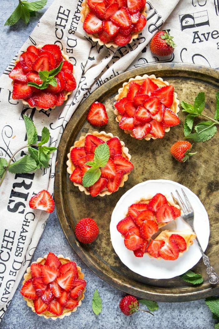 Mini-Tarten mit Erdbeeren vorbereiten, tolle Nachtisch-Rezepte für jeden Geschmack