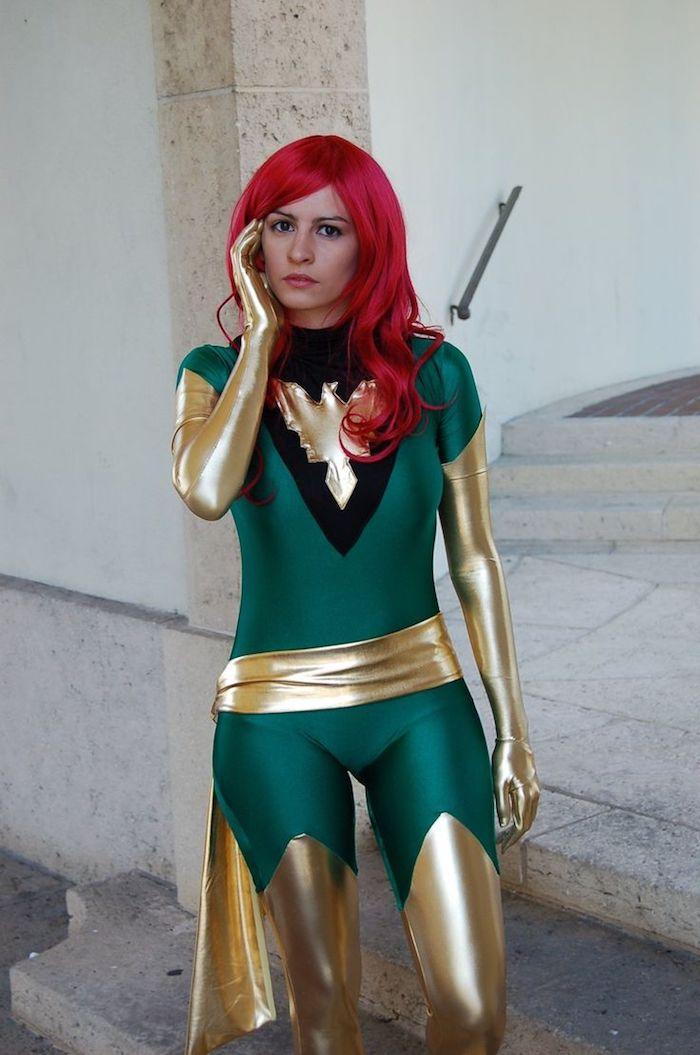 ein Superhero Kostüm von einem Mädchen in grün und golden - schnelles Halloween Kostüm