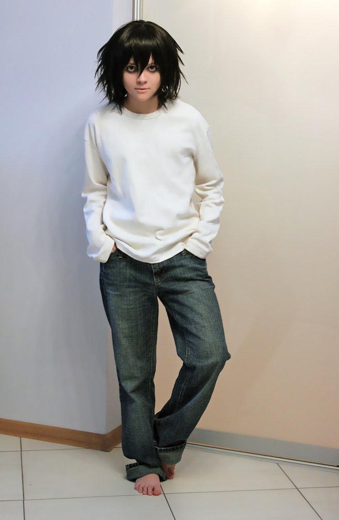 eine weiße Bluse und ein Jeans Halloween Kostüm aus dem Anime Death Note