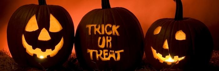 Halloween Bilder mit drei Kürbisse - zwei Gesichter und eine Aufschrift