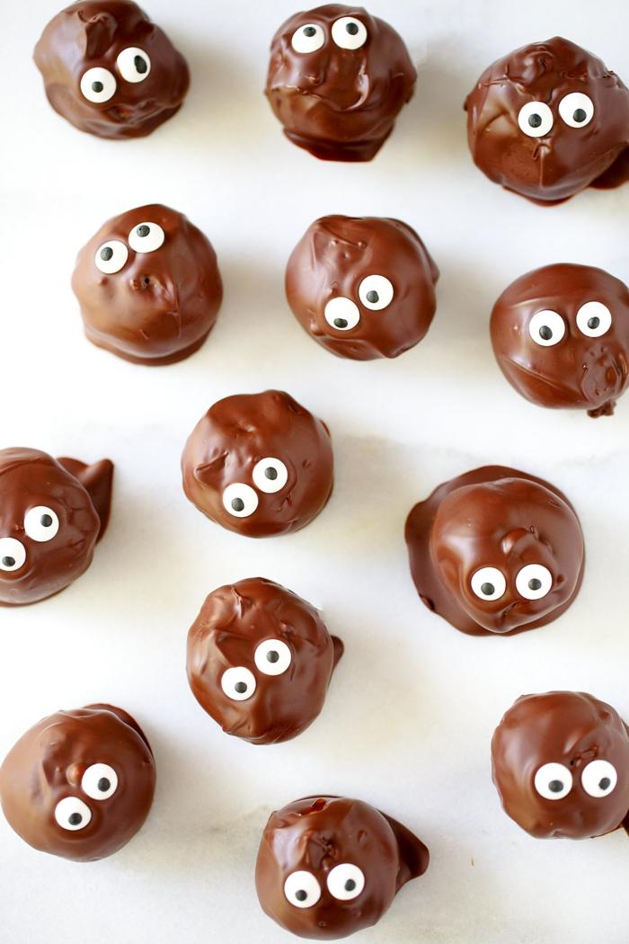 Schoko-Bällchen mit Augen, eine tolle und lustige Idee für Kinderpartys, Kreativität in der Küche