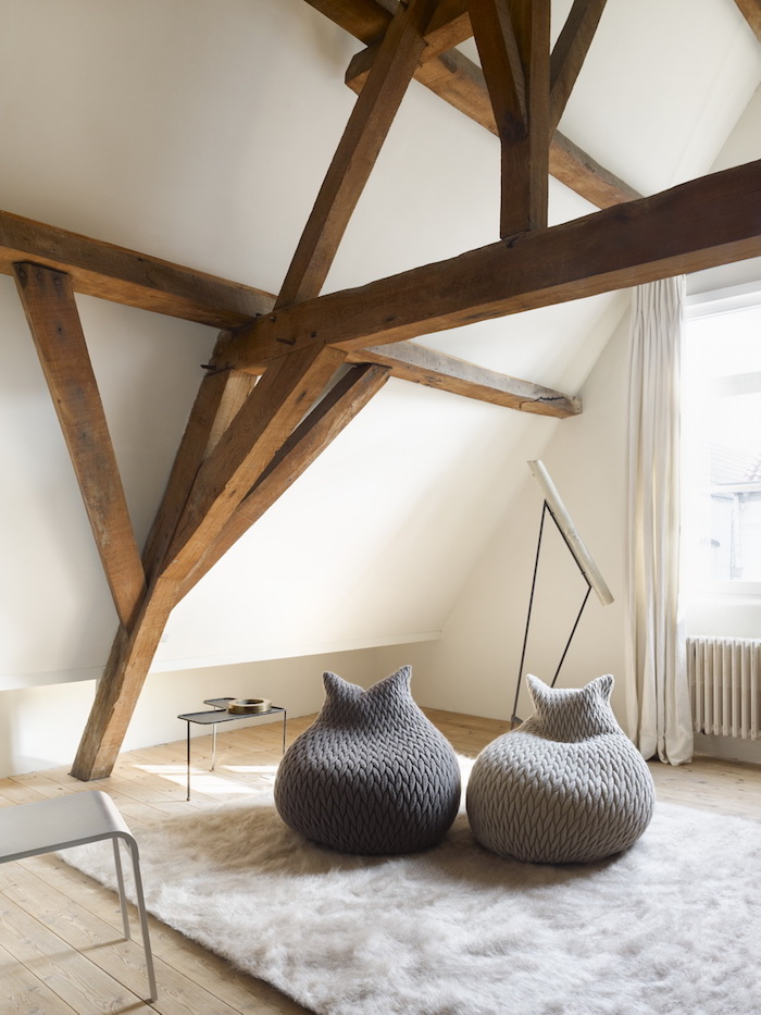 pouf füllung kreatives design idee rustikal skandinavisch nordisch holzrahmen teppich