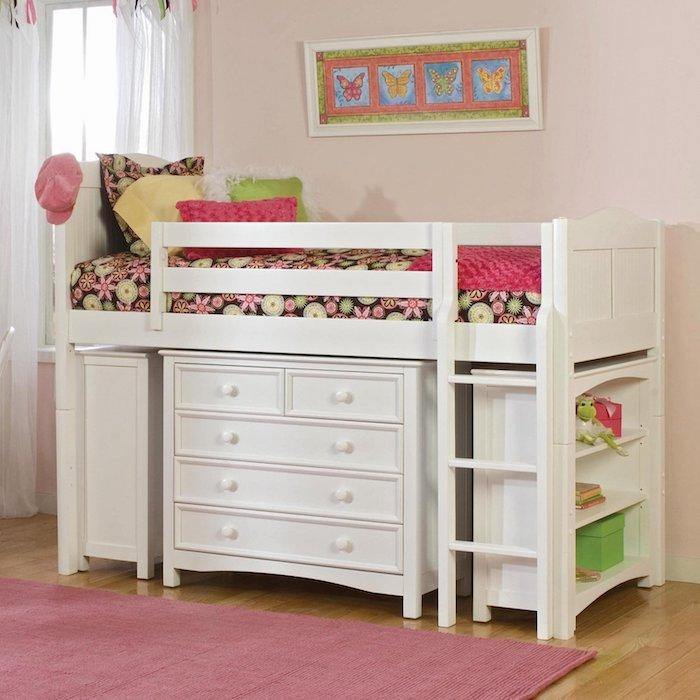 Hochbett für Kinder mit einem Regal in weißer Farbe mit vielen Schubladen darunter