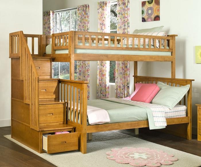 Hochbett für Kinder mit Treppen wie Schubladen - grüne und rosa Bettwäsche