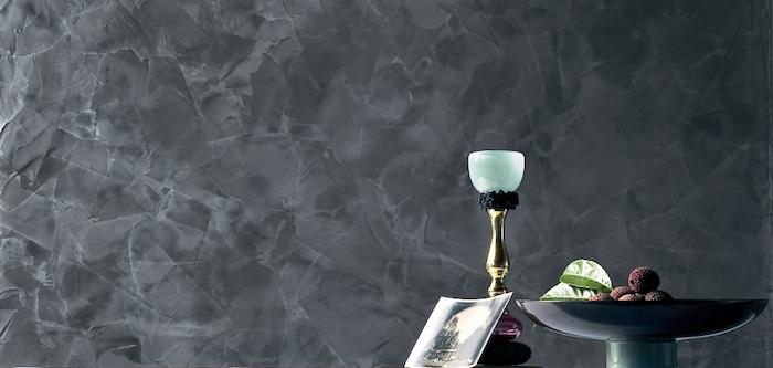 Wandgestaltung mit schwarzer Farbe im Esszimmer, Marmor-Optik