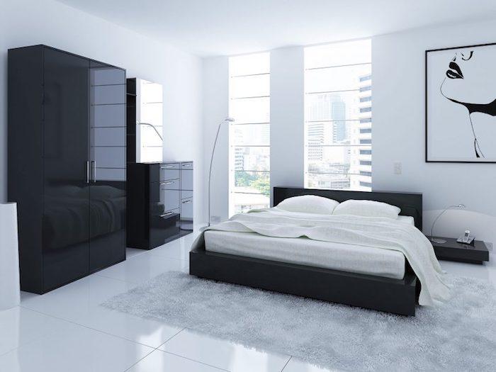 schwarz-weiße Einrichtung, Kommode mit Spiegel, glänzende Bodenfliesen