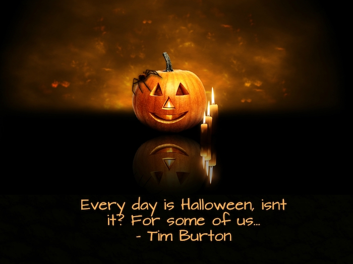 sprüche für halloween - hier finden sie ein bild mit einem halloween kürbis, drei kleinen kerzen und einem spruch von tim burton