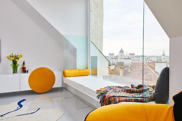 dachzimmer einrichten ideen fenster sitzecke am fenster ideen decke buntes design