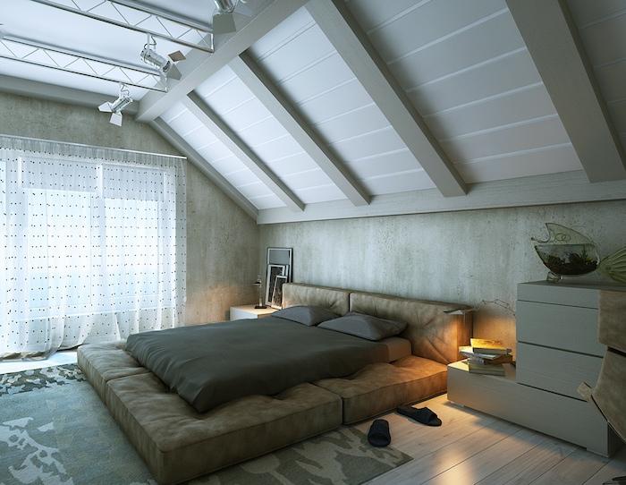 dachschräge schlafzimmer design idee großes bett vorhänge nachtschrank flip flops
