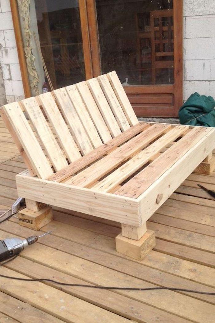 hier zeigen wir ihnen noch eine unserer ideen zum thema palettenmöbel - ein sehr schönes selbstgebautes sofa aus alten europaletten